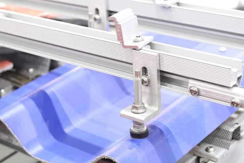 Aluminum solar panel mounting clamp