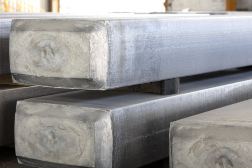 Aluminum slabs for use in the aluminum rolling process